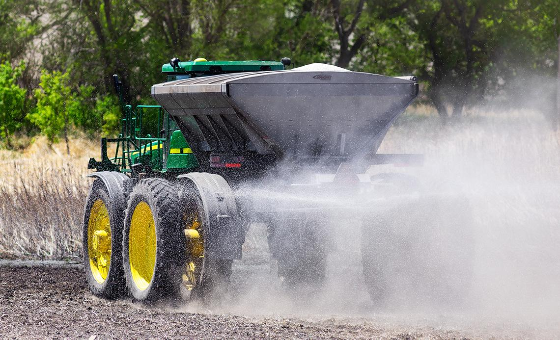 John Deere with New Leader box Standard Tarp Kit